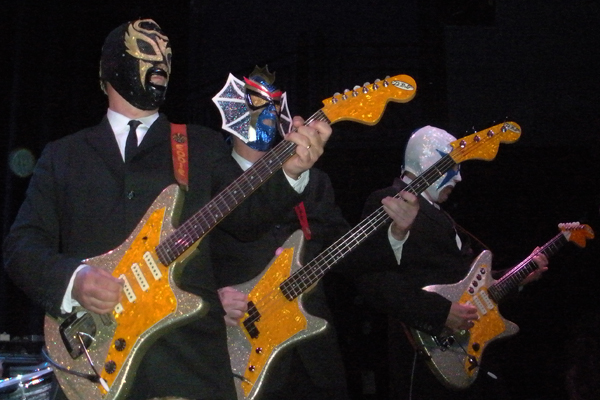 Los Straitjackets-2009a